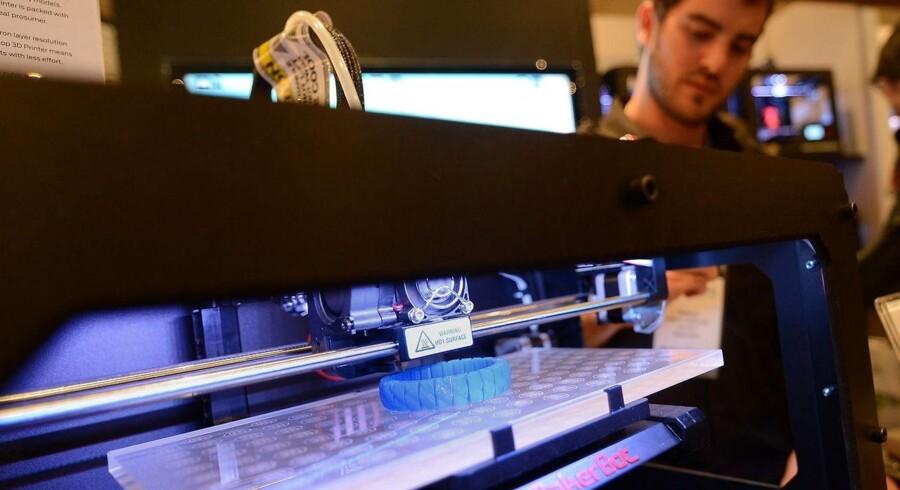 Private forbrugere begynder også at investere i 3D-printere, vurderer IT-analysevirksomheden Gartner. Her er det en udstilling i New York, USA, hvor besøgende kan kigge nærmere på 3D-printere. Arkivfoto: Emmanuel Dunand / AFP / Scanpix