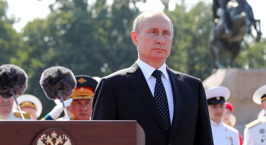 Forholdet til Rusland så lovende ud, da landet genopstod med sit gamle flag i stedet for Sojvetunionens flag med hammer og segl. Under Putin er Ruslands forsoning med Vesten blevet uforsonlig. Han vil underminere Vesten i håbet om at få genopbygget et stærkt Rusland.