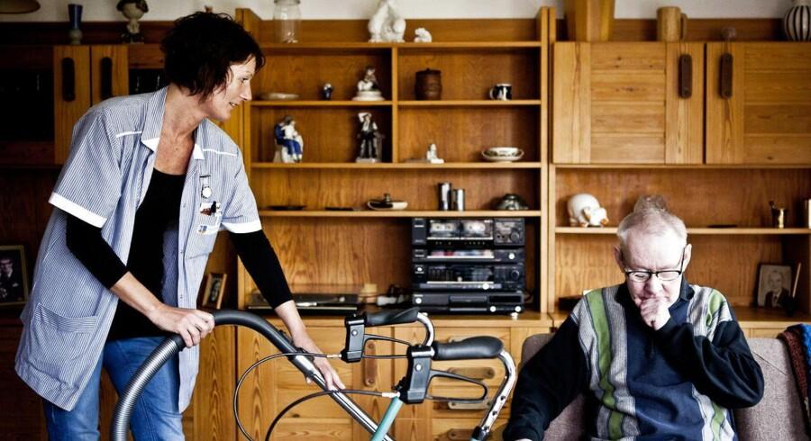 Ældrepleje er en af de opgaver, som kan udliciteres til private, mener Produktivitetskommissionen.