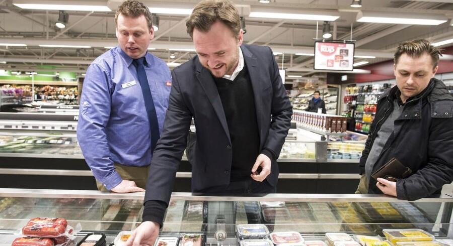 Fødevarerminister Dan Jørgensen besøger en Superbrugs i Odense.