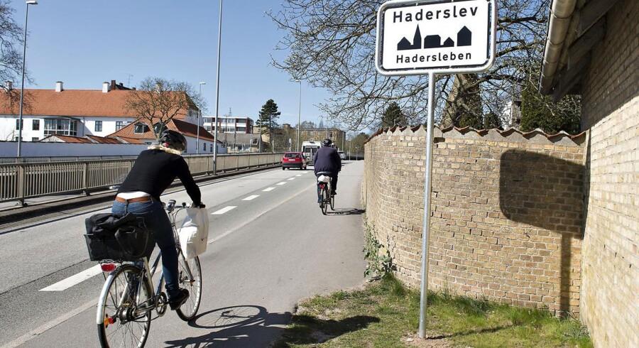 Haderslev i Sønderjylland fik som den første danske by et byskilt på tysk. Eksperimentet sluttede dog hurtigt efter hærværk.