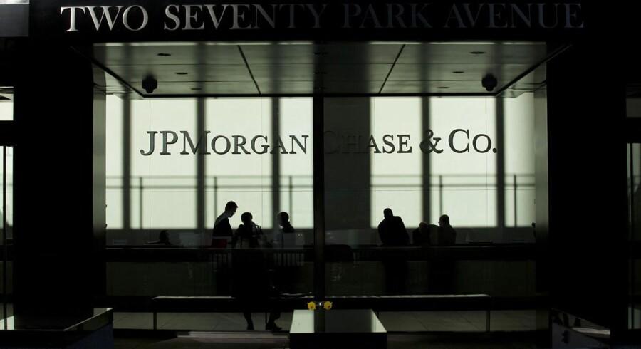 Som en del af oprydningen efter finanskrisen har JP Morgan indgået forlig med 21 investorer om pakker med dårlige lån.