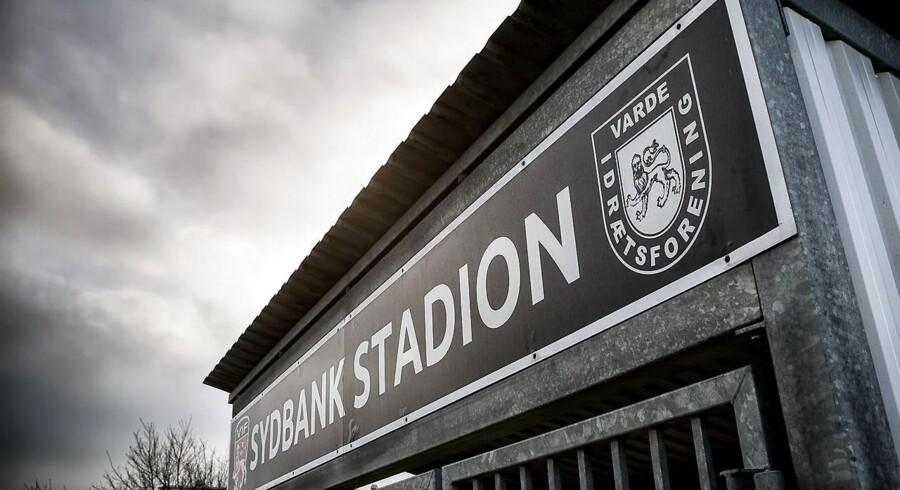 Varde IF, der har hjemme på Sydbank Stadion, er omdrejningspunktet i seneste danske matchfixing-sag. Tre personer er i søgelyset i forbindelse med to klare Varde IF-nederlag i 2013. Foto: Ole Joern