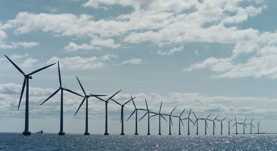 USA er klar til at få åbnet markedet for havvindmøller, men har indtil nu mangler investorer til at kickstarte projekterne. Nu har PensionDanmark og Copenhagen Infrastructure Partners skudt 1,2 milliarder kroner i amerikanske havvindmøller i Cape Wind, og det kan få gang i markedet. Her ses dog havvindmølleparken ved Anholt.