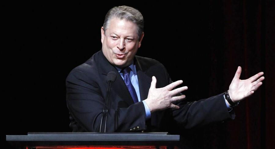 Tidligere vicepræsident Al Gore fortsætter i bestyrelsen, efter han har medvirket til at sælge Current TV til den arabiske TV-station Al Jazeera.