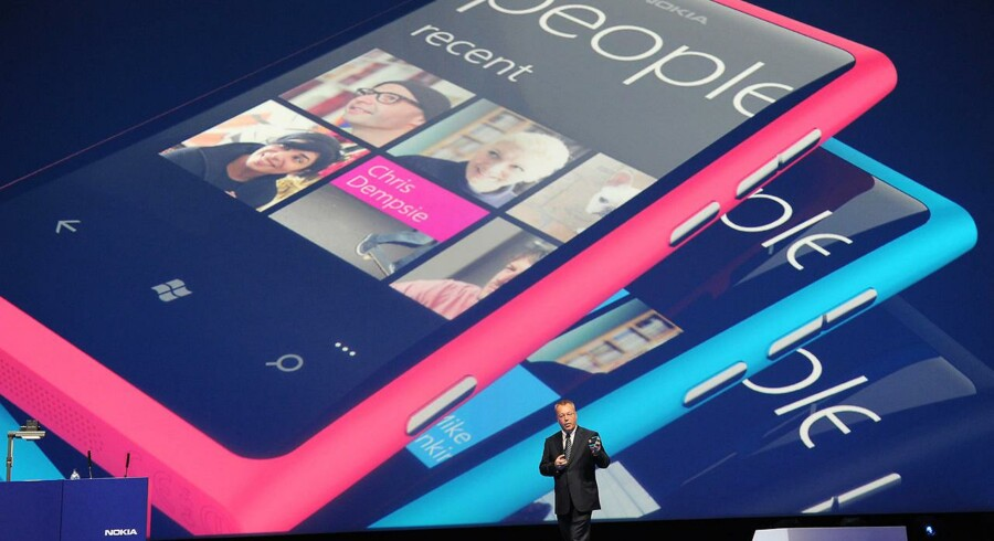 Lumia 800 - Nokias første Windows-mobil, blev præsenteret i oktober.