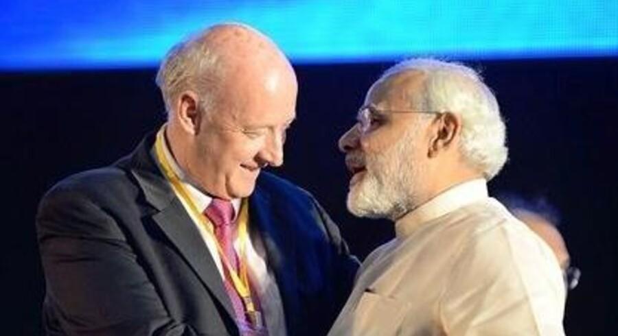Danmarks ambassadør i Indien, Freddy Svane (tv.), taler i varme vendinger om landets nye premierminister, Narandra Modi (th.), selv om denne er ugleset mange steder i Vesten. Foto: Udenrigsministeriet