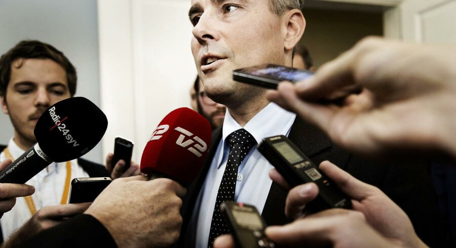 Erhvervs- og vækstminister Henrik Sass Larsen (S) kalder bankkravene for de skrappeste nogensinde.