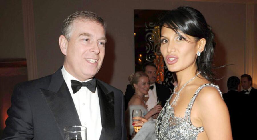 Prins Andrew kritiseres for en udsvævende livsførelse. Her ses han sammen med Goga Ashkenazi til den smukke kvindes 30 års fødselsdag.