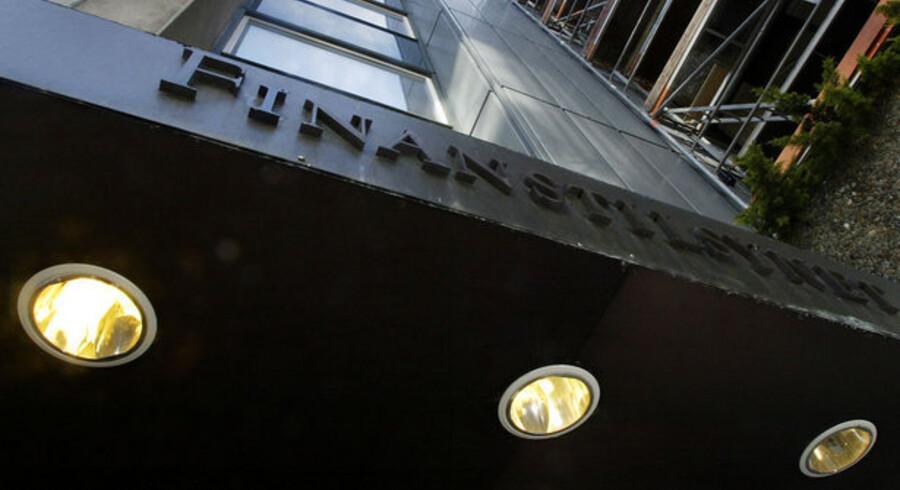 Finanstilsynet har løftet pegefingeren over for 40 danske banker, men kunderne kan ikke få at vide, hvilke banker det drejer sig om.