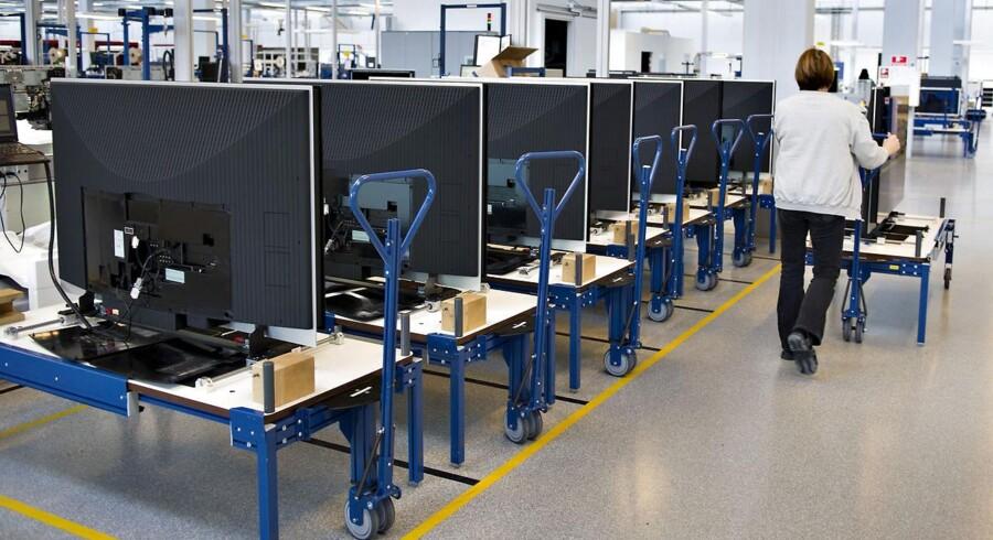 Her ses Bang & Olufsens produktion i Struer, hvor fladskærmsfjernsyn bliver samlet og testet.