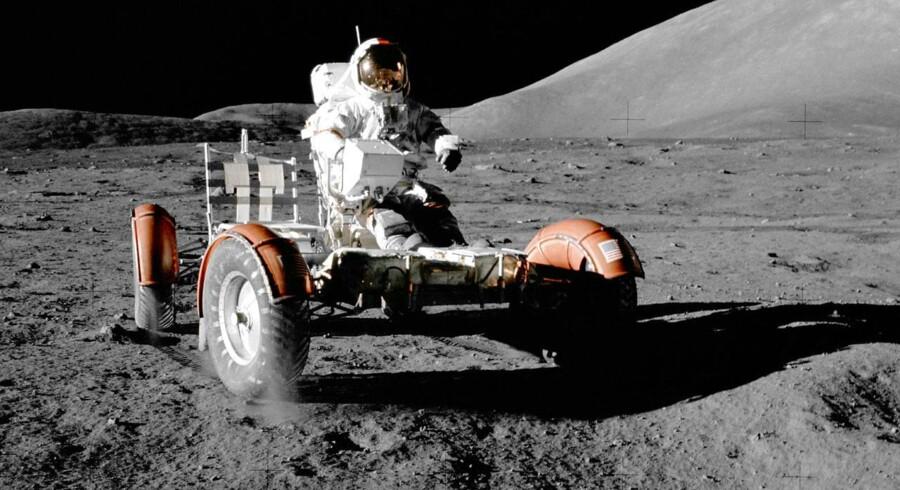 NASA astronaut Eugene Cernan foretager et tjek af måneroveren under den sidste Apollo-mission, der lettede fra Månens overflade for nøjagtig 40 år siden.