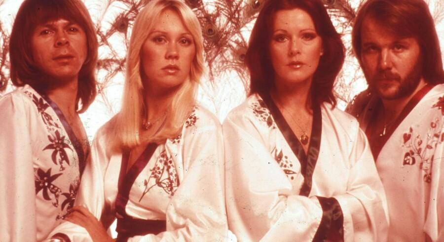 Fra venstre er det Benny Andersson, Agnetha Fältskog, Anni-Frid Lyngstad og Björn Ulvæus fra ABBA. Det er Agneta Fältskog, der har lavet et nyt album.