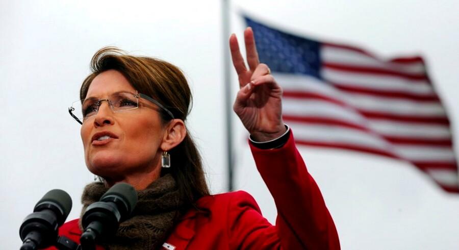 Kritiker mener, det er en dårlig idé at Sarah Palin trækker sig fra guvernørposten, hvis hun stiler efter  præsidentposten.