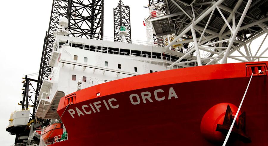 Verdens største kranskib til placering af vindmøller på havbunden - Pacific Orca - ligger i de næste par dage til havn ved Ophelia Beach i København.