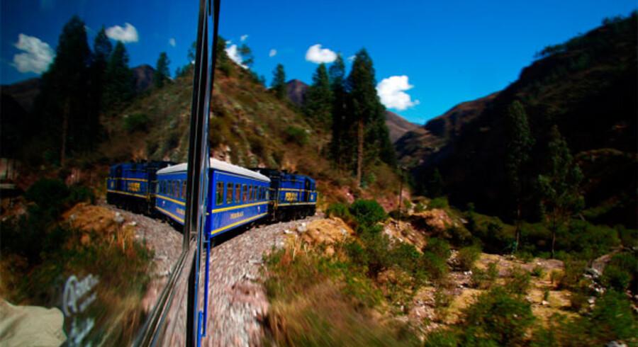 Den ødelagte jerbane der kører til Machu Picchu, vil være skyld i milliontab på turistområdet, hvis ikke man snart griber ind. Derfor kommer staten nu det private selskab til hjælp.