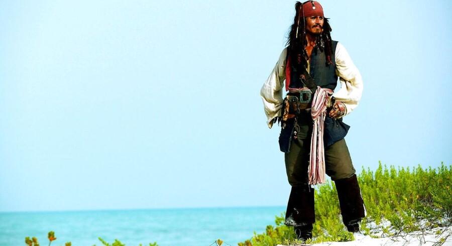 Nr. 10:Pirates of the Caribbean: Dead Man's ChestI 2006 ramte den anden film i serien om de vilde pirater det hvide lærred anført af Johnny Depp som den vanvittige kaptajn Sparrow. Pirates of the Caribbean: Dead Man's Chest solgte for 1,06 mia. dollars globalt.