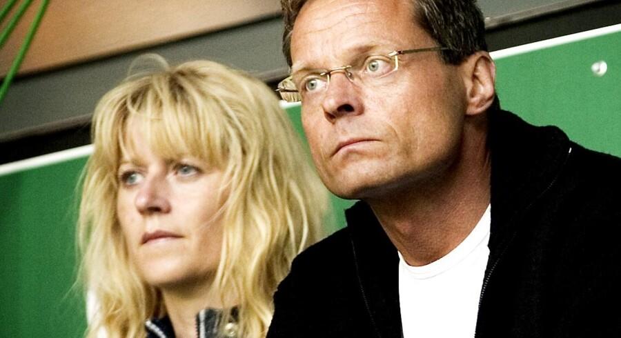 Hanne Nørrisgaard og Peter Norvig til fodbold i Parken.