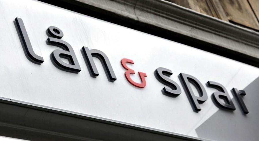 - Kunderne er fortsat meget tilbageholdne med at optage yderligere gæld, og væksten hentes derfor fortsat fra nye kunder, skriver Lån & Spar Bank.