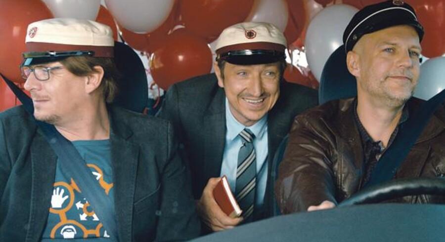Anders W. Berthelsen, Nicolaj Kopernikus og Troels Lyby spiller tre gymnasievenner, der skal til 25 års jubilæumsfest. Fra filmen.