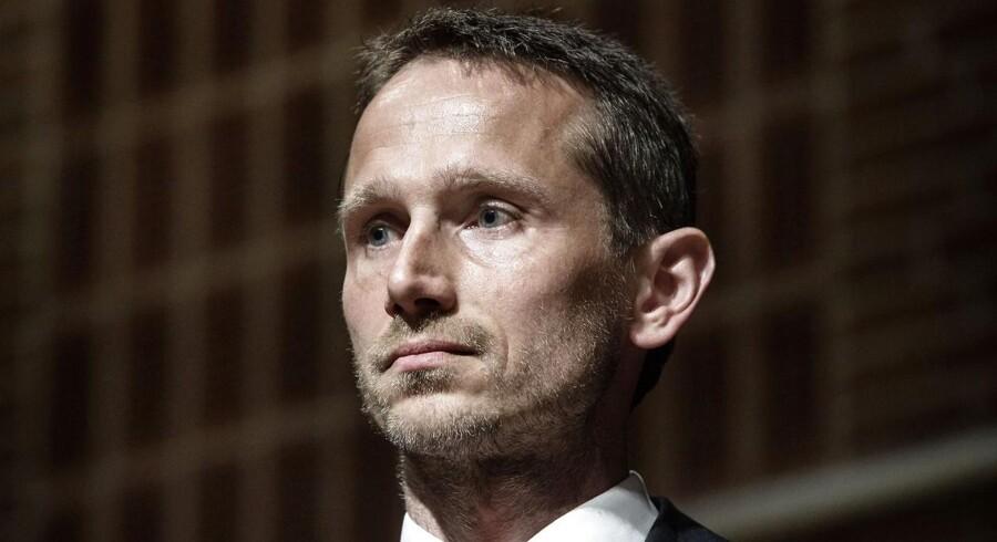 »De overskridelser af budgettet, som vi ser, er meget alvorlige,« lyder det fra Venstres næstformand, Kristian Jensen (V). Han mener ligesom sin statsrevisorkollega Henrik Thorup (DF), at Rigsrevisor skal kulegrave jobrotationsordningen.
