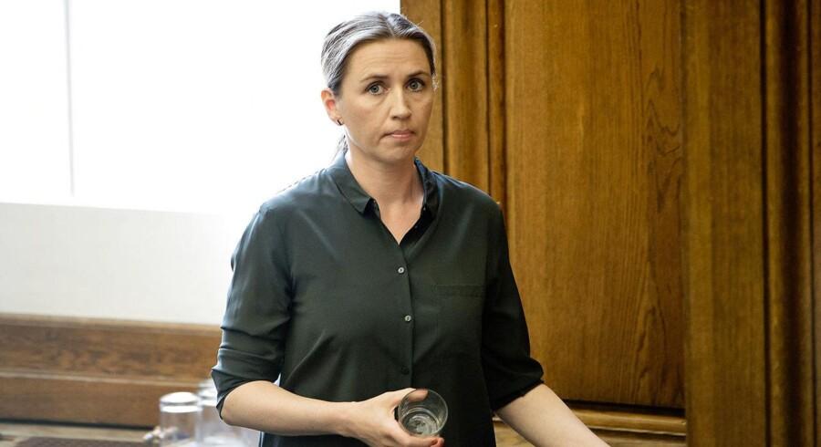 I et brev til Folketinget i marts 2014 skrev daværende beskæftigelsesminister Mette Frederiksen, at hun ville kræve en strammere styring af økonomien i jobrotationsordningen.