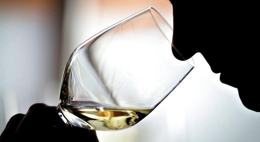 Ritualerne omkring vinsmagning er af stor betydning for netop vinens smag. Og en ny undersøgelse viser, at smag er meget mere end bare fysiologi, det er også duft, forventning, tekstur og stemning.