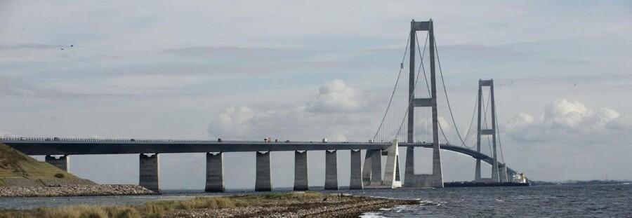 Politiet sagde ok til at Kronprinsen kunne køre over Storebæltsbroen, selv om den var lukket for øvrig trafik.