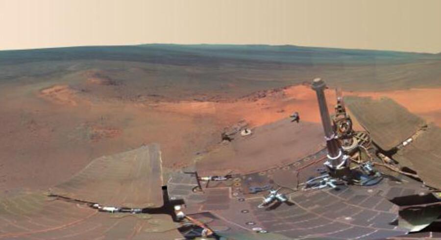 NASAs bjergtagende panoramabillede fra randen af Endeavour-krateret på Mars er skabt ved at kombinere flere end 800 optagelser fra et kamera på Mars-robotkøretøjet Opportunity. Foto: NASA/JPL-Caltech/Cornell/Arizona State Univ.