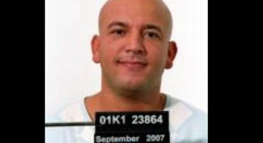 Flugtfangen, der undslap Horsens Statsfængsel, er nu efterlyst internationalt.