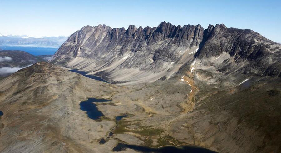 Kringlerne i Sydgrønland et af de steder, hvor der på tænkes at starte minedrift op. Stedet er rig på mineralet eudialyt som indeholder bla. zikonium, som blandt andet anvendes i atomkraftværker til at beklæde brændselsstave. Stedet indeholder i modsætning til det nærliggende Kvanefjeld ikke store mængder radioaktive mineraler.