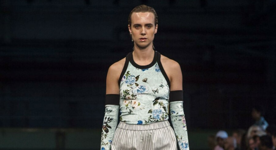 Astrid Andersen overraskede med Mø som en af sine modeller ved Copenhagen Fashion Week.