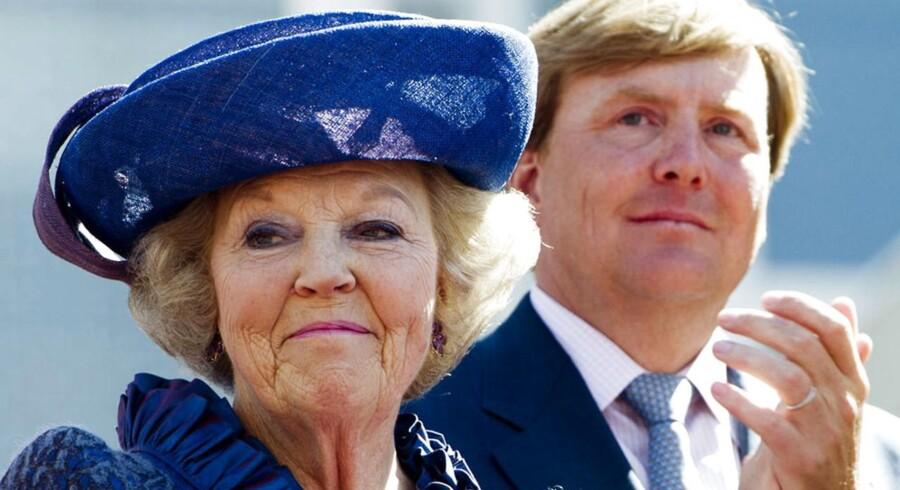 Dronning Beatrix overlader 30. april den hollandske trone til sin søn, prins Willem-Alexander. Det meddelte hun sit land mandag aften.