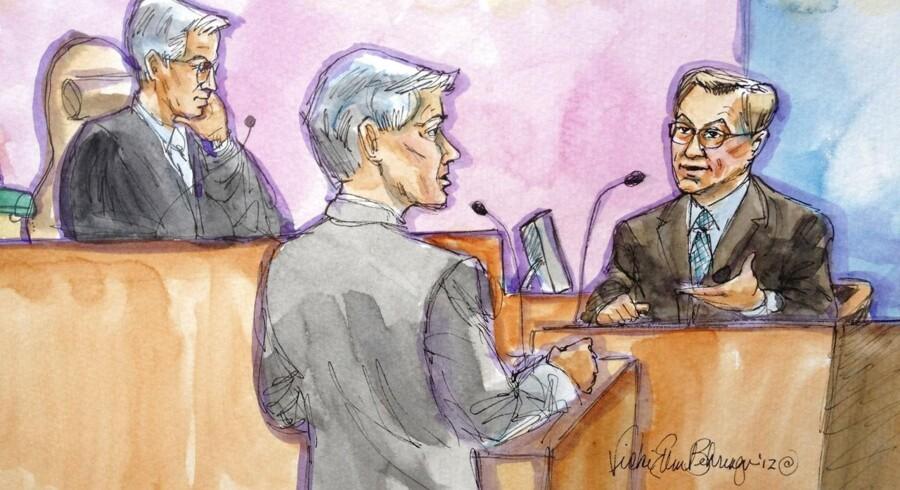 Google tidligere topchef og nuværende bestyrelsesformand, Eric Schmidt (th), her portrætteret i en retstegning, under afhøring over patentretsagen om Java. Suns tidligere CEO, Jonathan Schwartz, som har licensen til Java, har også givet vidnesagn, og han udtalte sig i torsdags til Googles fordel.