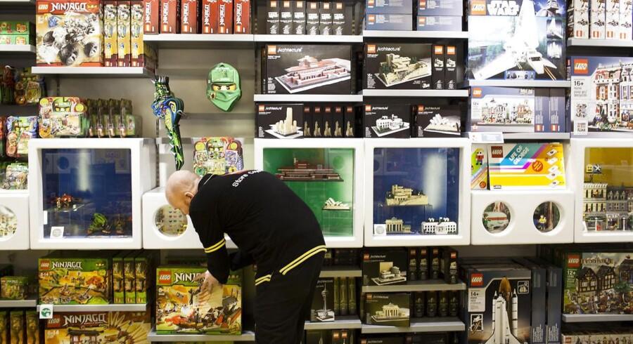 Et nyt direktiv fastsætter grænser for indholdet af en række kemiske stoffer i legetøj. Lego har brugt fire år på, at dokumentere indholdet i sortimentet af klodser og samlesæt.