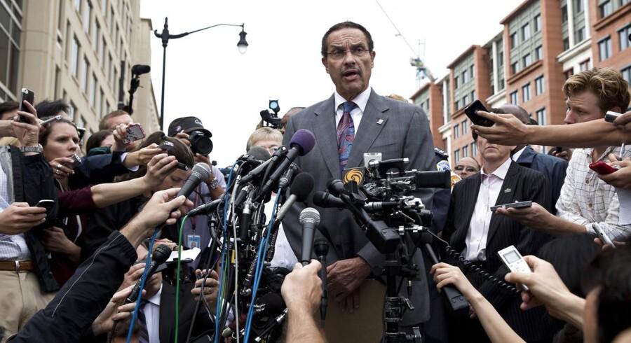Borgmester i Washington D. C. møder pressen oven på skyderiet på byens flådebase, der nu meldes at have kostet 12 personer livet.