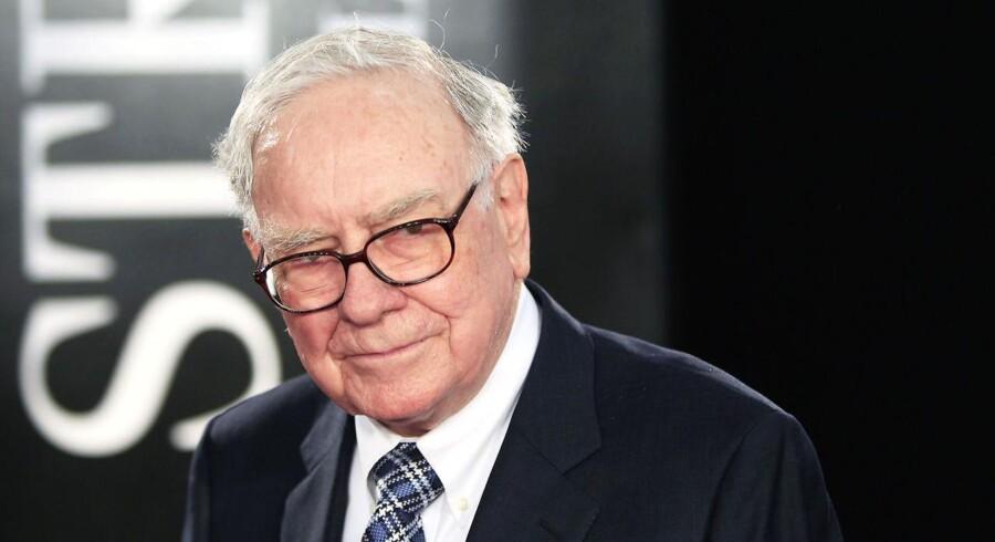 Warren Buffet kan andet end at investere. Han er også en ivrig ukulele-spiller.