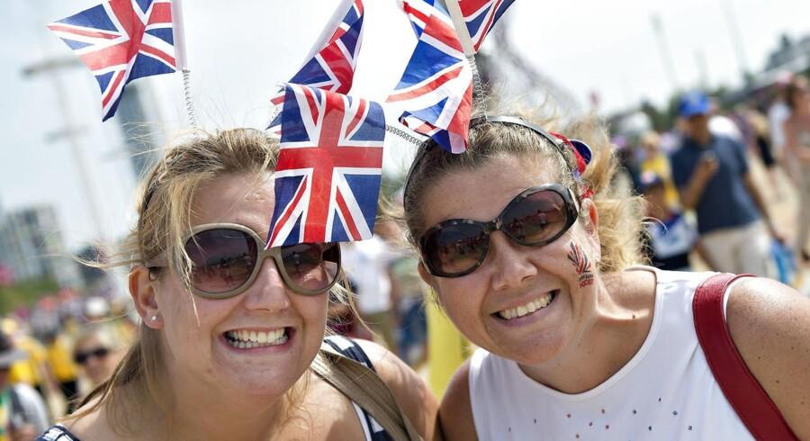OL tilskuere viser her deres tydelige support til det engelske hold