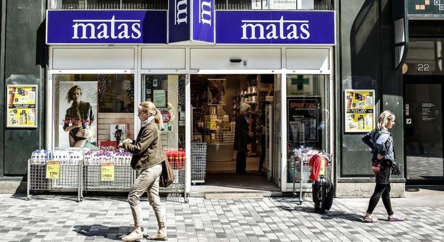 Første regnskab fra Matas efter børsintroduktionen viser fremgang for både omsætning og indtjening, men omkostninger til emissionen trækker ned.