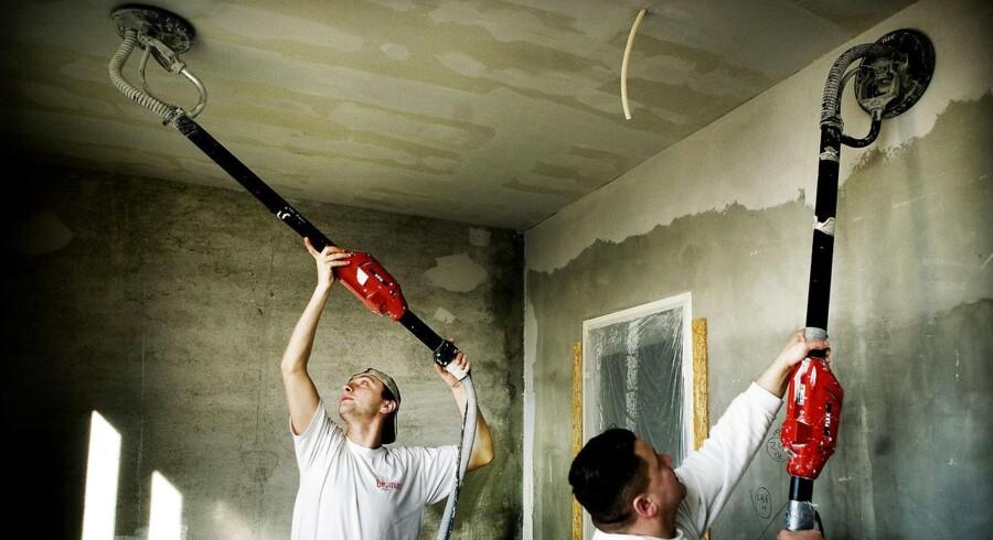 Håndværkere arbejder på et boligprojekt i Albertslund.