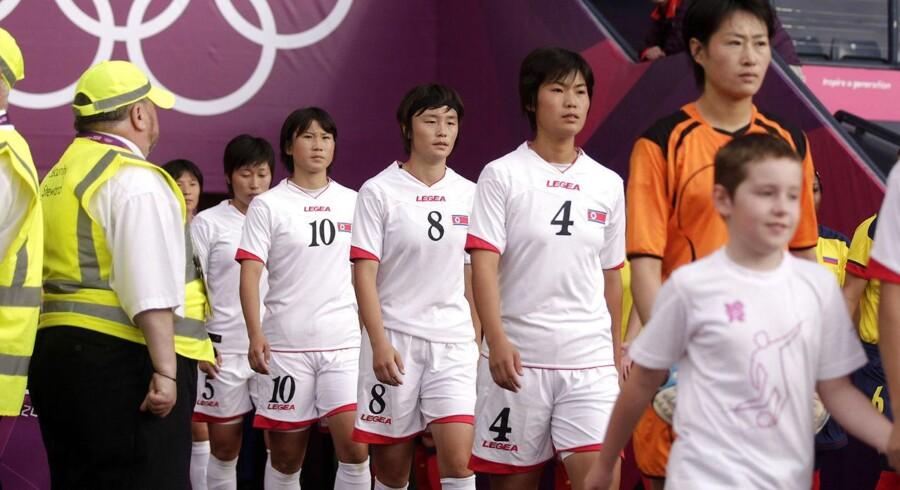 Det nordkoreanske kvindelandshold valgte at gå tilbage på banen efter at være kølet ned i en times tid.