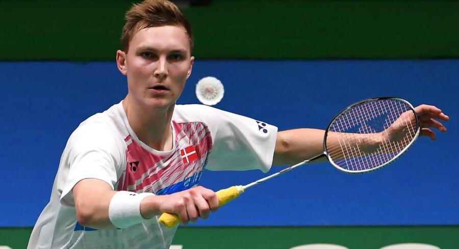 Den danske verdensmester er netop blevet opereret i sin ene ankel, og han når ikke at blive klar til den prestigefulde turnering, skriver Badminton Danmark i en pressemeddelelse.