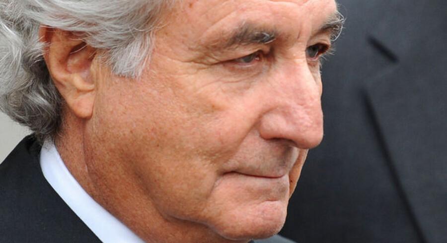 Den 71-årige Bernard Madoff skal 150 år bag tremmer for en gigantisk svindel til 340 mia. kr. Nu vil konkursboet hente penge hos konen, Ruth Madoff.