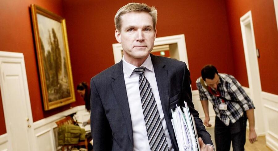 ARKIVFOTO.43,1 procent af vælgerne er enige med Kristian Thulesen Dahl (DF), mens statsminister Helle Thorning-Schmidt (S) kun får opbakning til sin EU-politik af 36 procent af vælgerne.