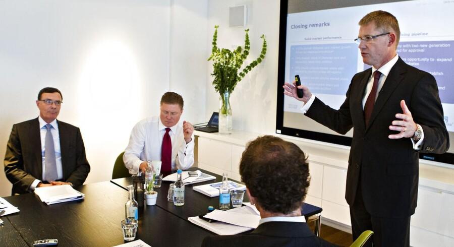 Direktør CEO Lars Rebien Sørensen kunne for kort tid siden fremlægge et nyt rekordregnskab, men dagen i dag havde han nok helst undværet. Til venstre for ham sidder bestyrelsesformand Sten Scheibye og finansdirektør Jesper Brandgaard.