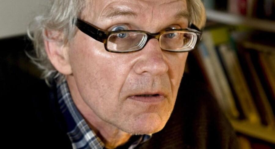 Den svenske tegner lever under politibeskyttelse efter han tegnede profeten Muhammed.