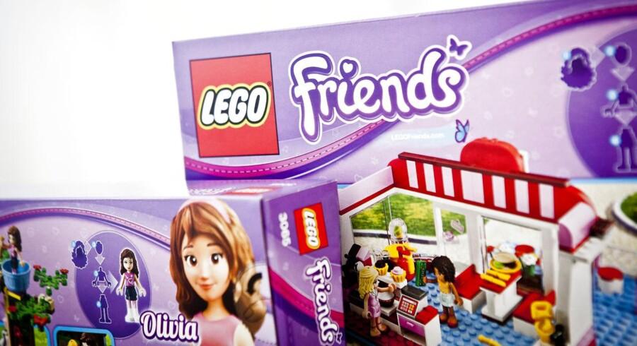 """Hos Legekæden fortæller direktør Morten Nielsen, at æsken """"Olivias Villa"""" allerede er helt udsolgt, men ellers er Legos produkter stadig at finde på hylderne her op til jul."""