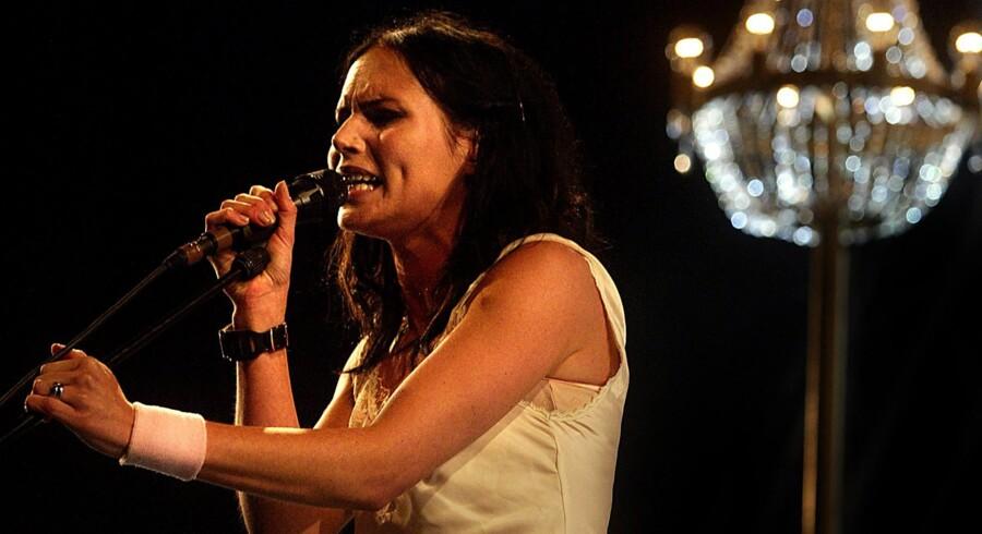 Den svenske sangerinde Nina Persson er trådt ind i 40erne.