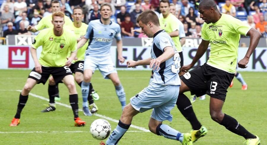 Blandt andet bookmakeren Tipico har observeret usædvanligt spillemønster i to superligakampe mellem henholdvis FC Vestsjælland-Randers og FCK-Silkeborg, og har indrapporteret mistanken til DBU.