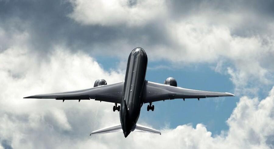 Boeing 787 Dreamliner. Det topmoderne flys ungdom har været præget af en række problemer. Nu ruller kompositmaterialeflyene dog endnu en gang ud af samlehallerne og sætter kursen mod skyerne.